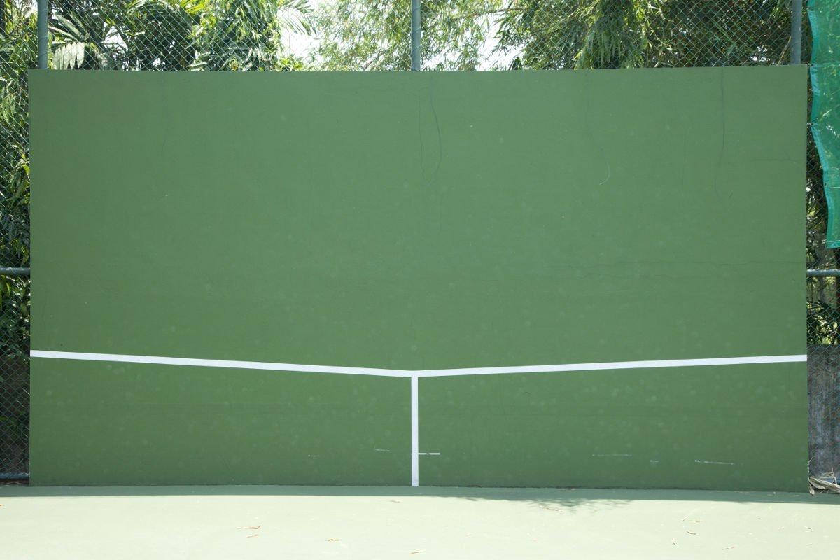 Foto van een tennismuur