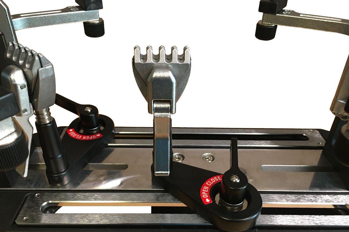 Foto einer Haltezange der Tennis Besaitungsmaschine
