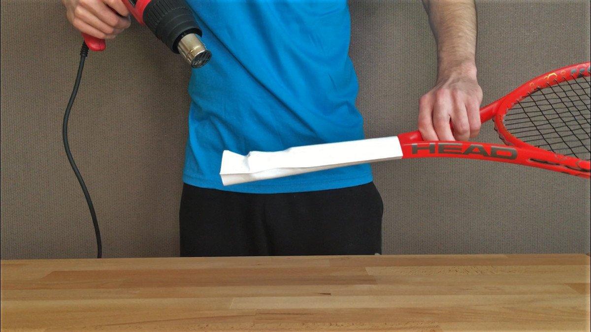 Foto vom Erhitzen eines Tennis Griffschlauchs