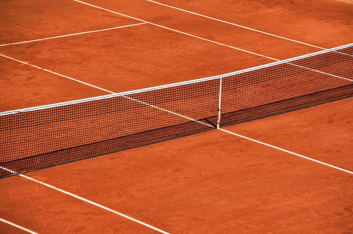 Foto von einem Sand Tennisplatz