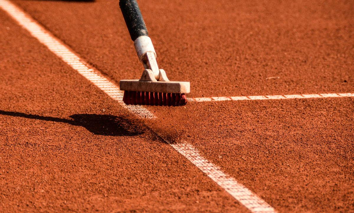 Foto von einem Linienbesen als Tennisplatzzubehör