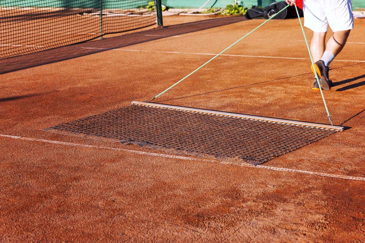 Foto von einem Schleppnetz als Tennisplatzzubehör