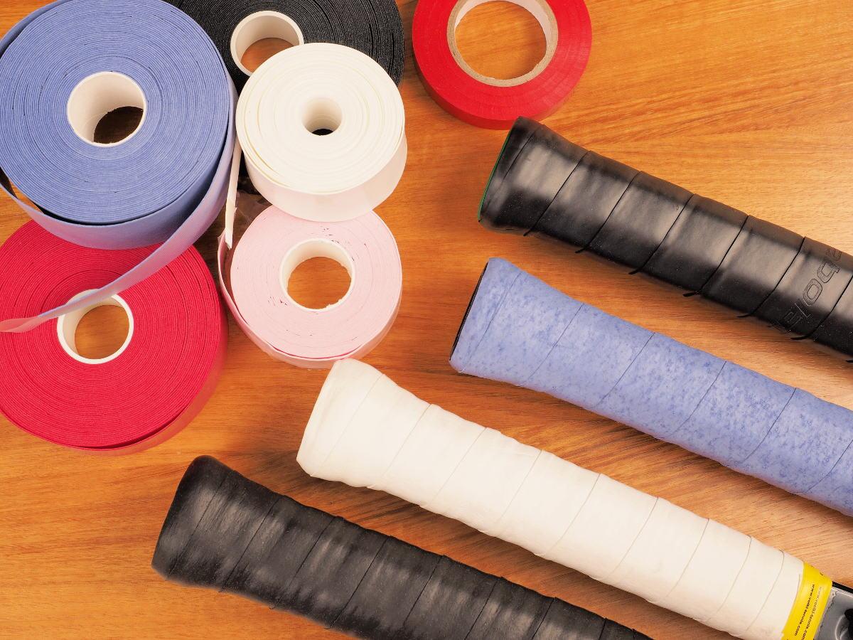 Foto von Griffbändern verschiedener Tennisschläger