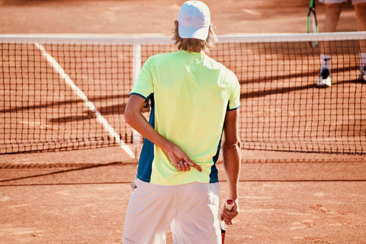Foto eines Tennisspielers im Doppel
