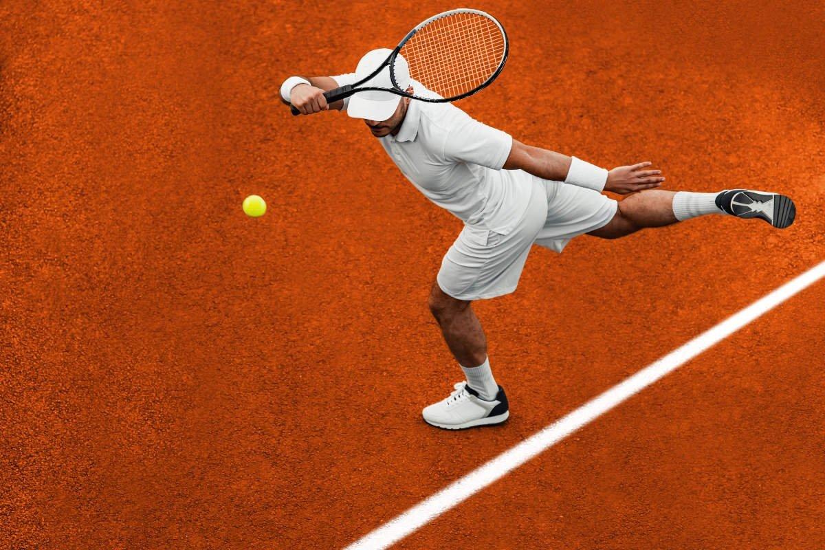 Foto eines Tennisspielers beim Lob